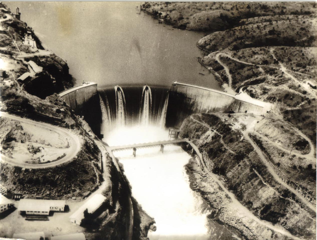 Barragem de Cambambo, Angola, c. 1969. A. n/ ident., S.E.I.T., n.º 335627, cx. 448, env. 8.