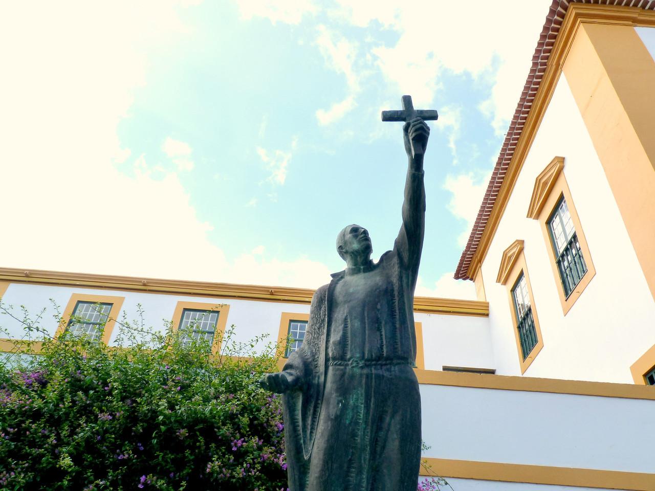 Angra - monumento em homenagem a João Baptista Ma
