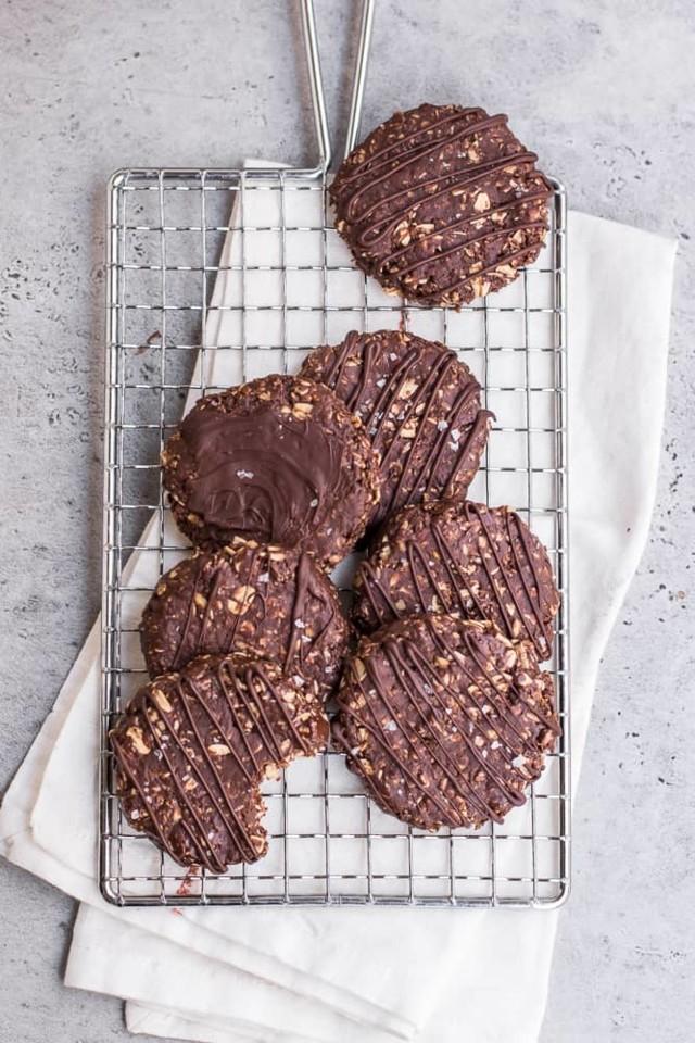 No_Bake_Chocolate_Oat_Cookies1.jpg