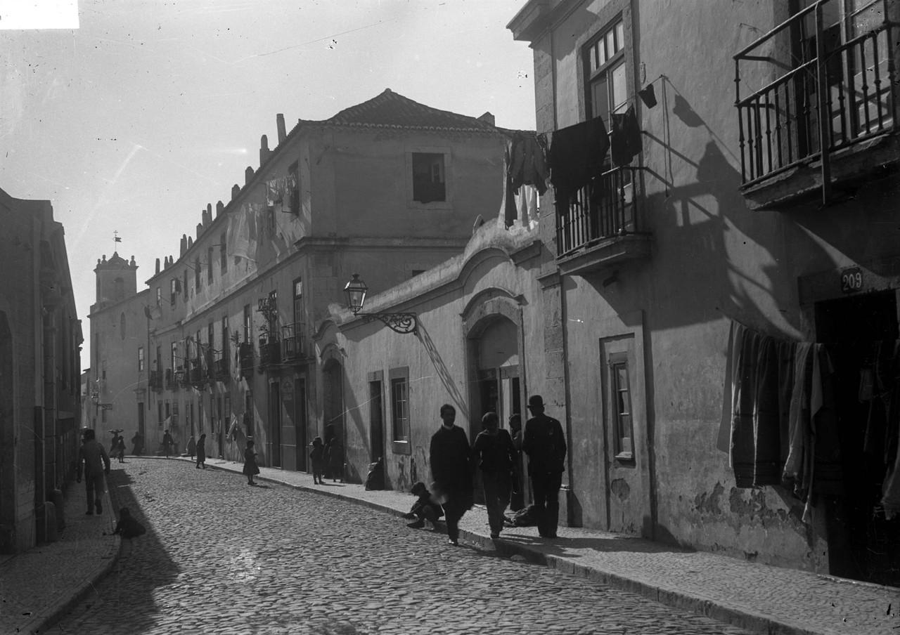 Pátios do Conde Soure — Estr. da Penha de França, Lisboa (J.A.L. Barcia, ante 1916)