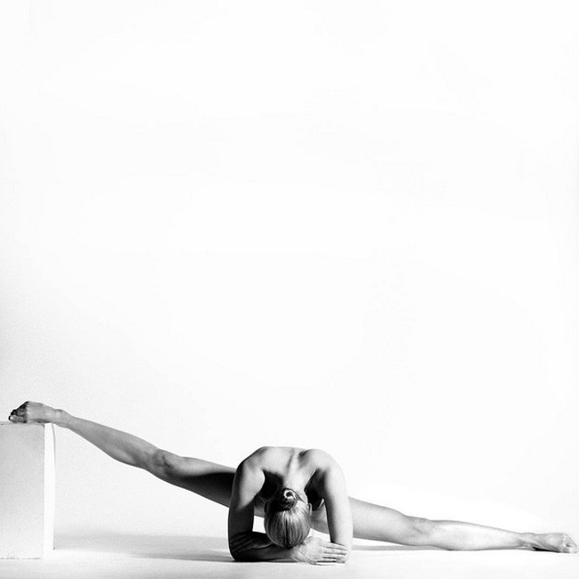 Nude Yoga Girl 02.jpg