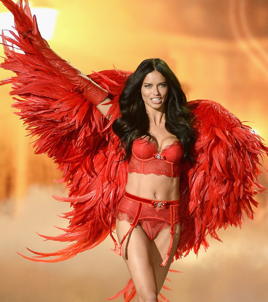 Adriana+Lima+2013+Victoria+Secret+Fashion+fJrHfZss