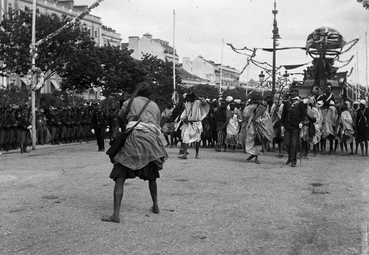 O cortejo na Avenida, 1898, foto de L8.jpg