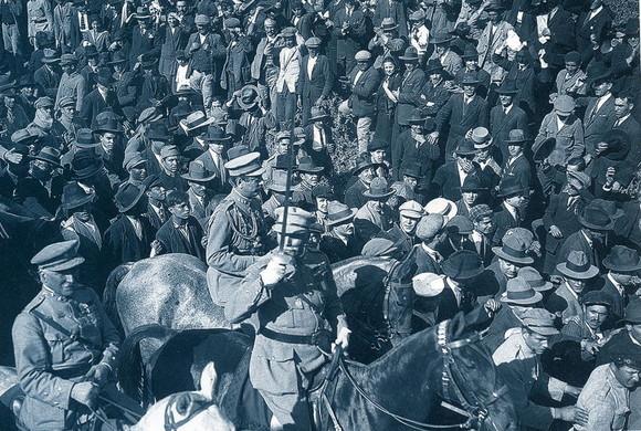 800px-Desfile_de_tropas_28_de_Maio_1926