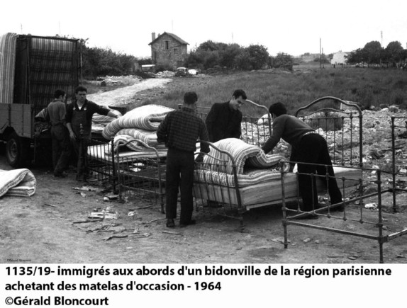 ob_1a2699_1135-19-immigre-s-aux-abords