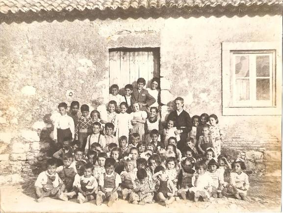 escola antes 25 abril