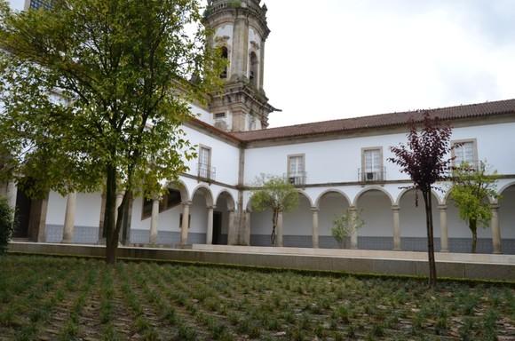 Claustros do Mosteiro de S. Miguel de Refojos