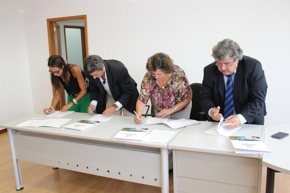 Assinatura protocolo Incubadora TecCaminha (3)