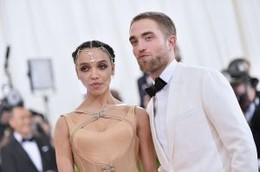 Robert-Pattinson-Split-FKA-Twigs-Still-Together-30