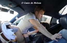 Uma copula gay no carro