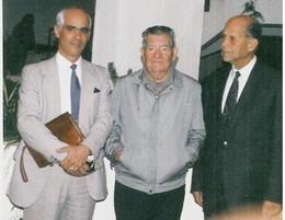 A. R. Dias, entre portas.JPG