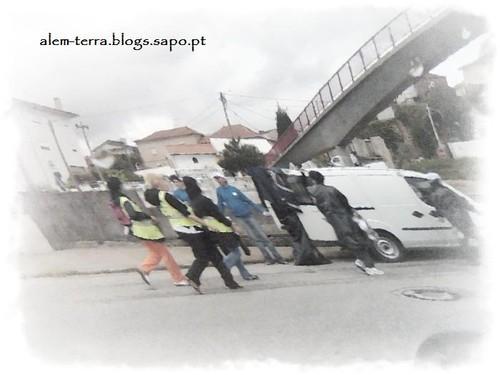 Peregrunos a caminho do Santuário de Fátima