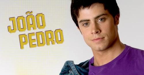 João Pedro pede namoro a Paula