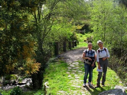 Cristina e Madalena perto do rio Sever