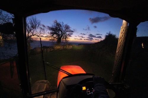O tractor, na labuta ao raiar de mais um dia...