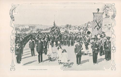 Marinheiros no cortejo fúnebre, Rua Morais Soares (J. Benoliel, 1911)