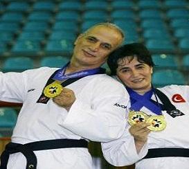 Con su esposa Çigdem Topçuoglu