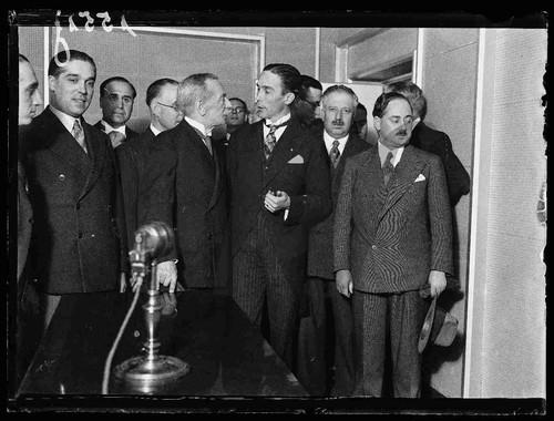 Na inauguração da Emissora Nacional. [Identificados no álbum:] Engenheiro Duarte Pacheco; dr. Eusébio Tamagnini; capitão Henrique Galvão; dr. Manuel Rodrigues.