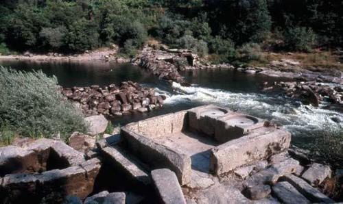 Canal de Cima, Abragão, 1986, estrutura base de um moinho temporário (autor desconhecido)