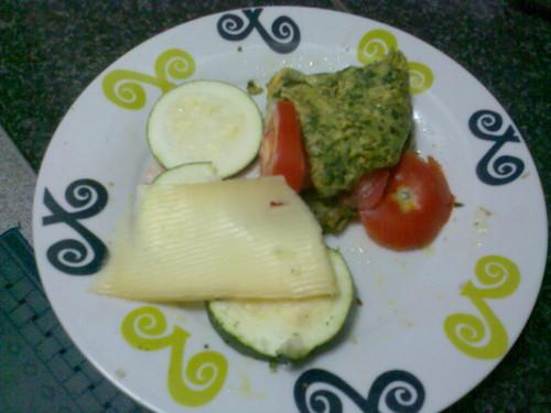 Omoleta de tomate, espinafre e queijo
