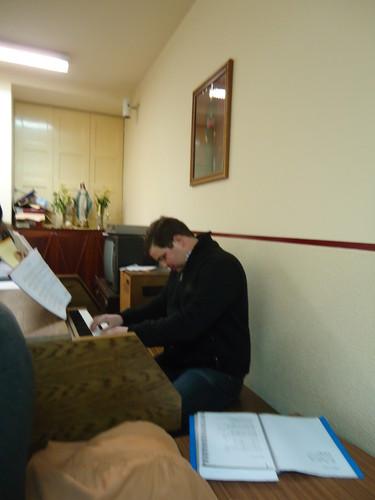 Filipe a tocar órgão