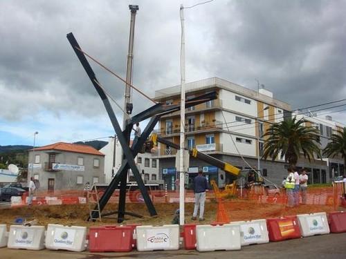 Já está no local a estrutura do Monumento ao Toiro em Angra do Heroísmo...