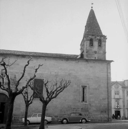 Vista lateral da Igreja Matriz de Chaves