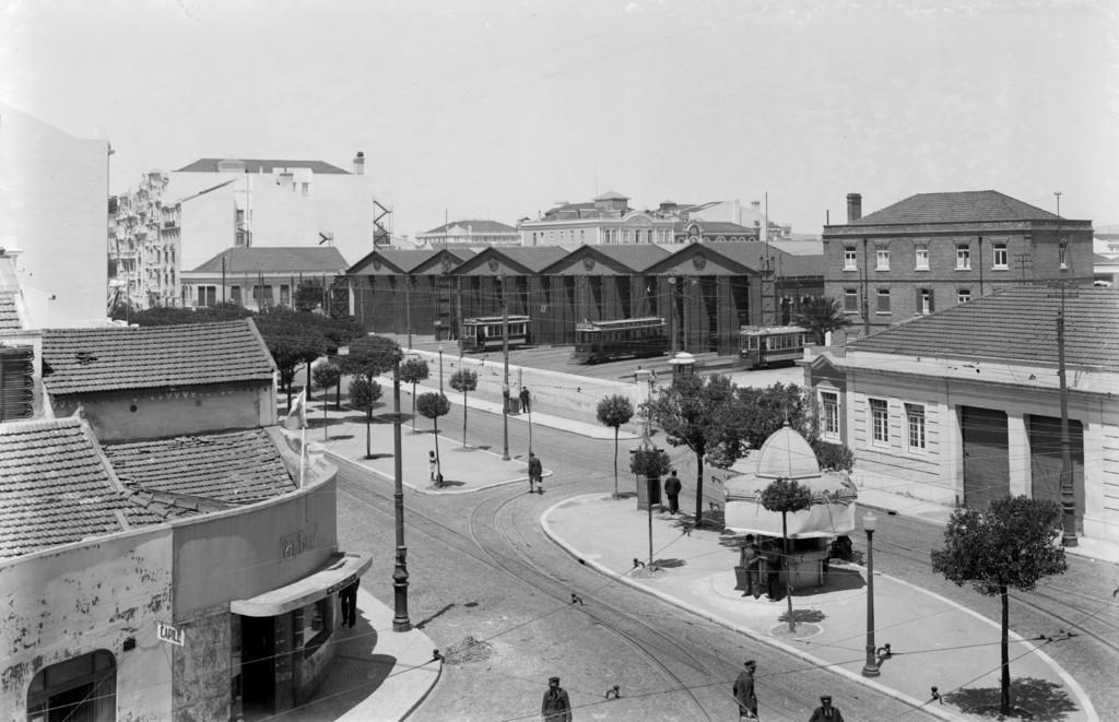 Avenida Duque de Ávila com a Estação da Carris, Arco do Cego (E.Portugal, 1940)