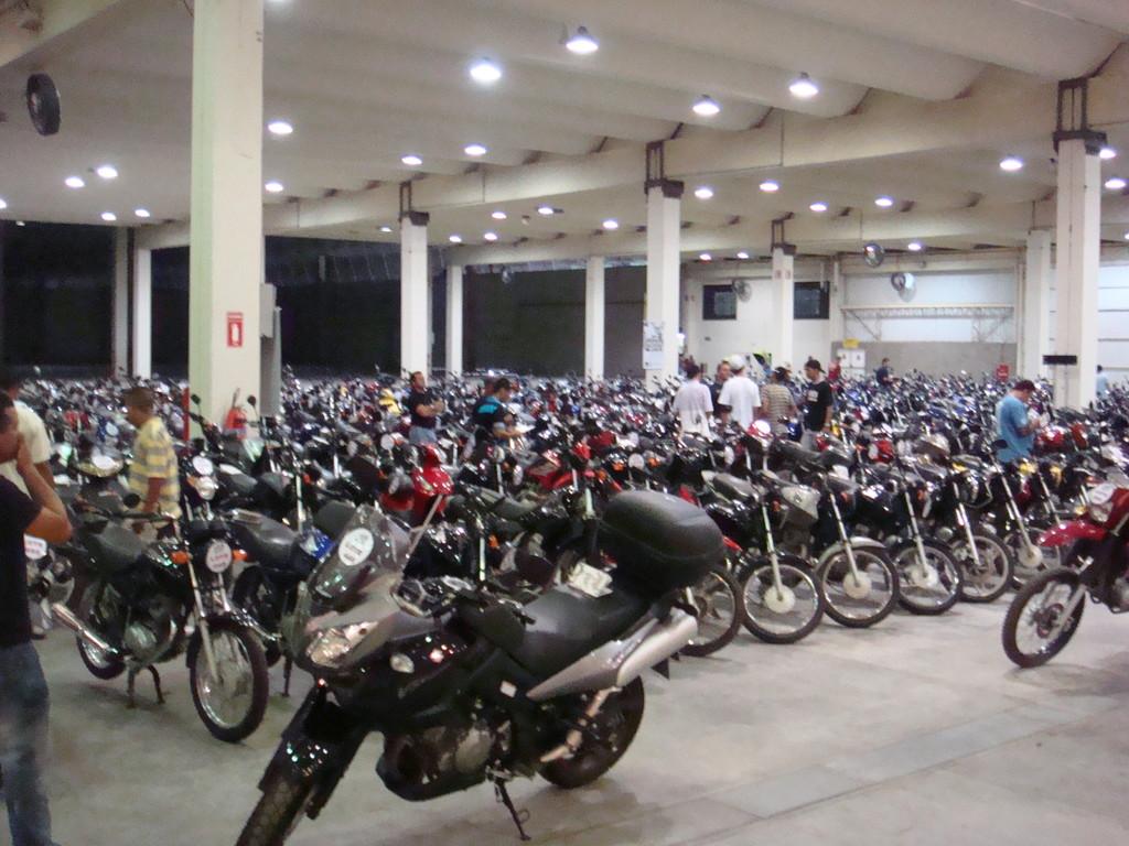 Mais de 400 motos serão leiloadas