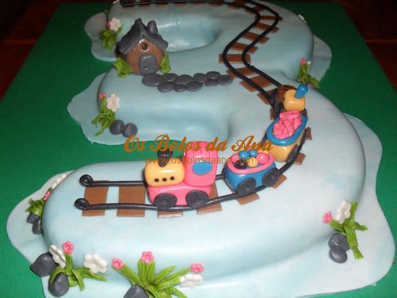 Bolo decorado criança numero 3 com comboio