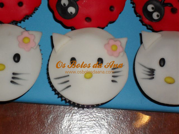 cup cakes hello kitty queques