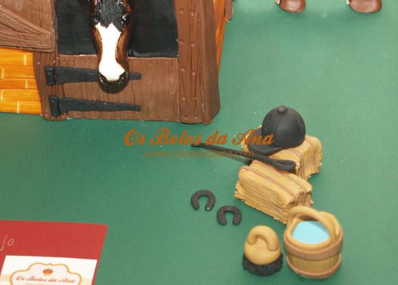 Bolo temático 3D Cavalo no estábulo