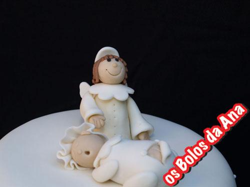 Bolo de Baptizado Anjo sobre bébé