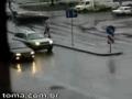 Homem alcoolizado na estrada