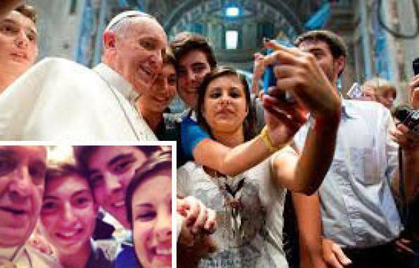 papa francisco foto de grupo vaticano