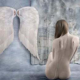 Cansei-me de ser Anjo e pendurei as asas...