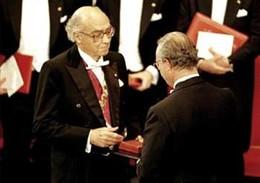 Saramago recebe Prémio Nobel da Literatura em 1998