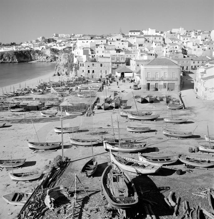 Praia dos pescadores, Albufeira (A. Pastor, 1960-65)